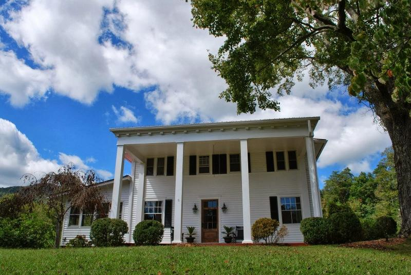 Farmhouse on lovely Historic Estate in NorthGA Mtn - Image 1 - Cleveland - rentals