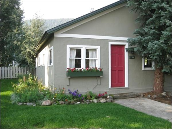 Beautifully Maintained Vacation Home - Cute, Remodeled Home - Great Downtown Location (1383) - Crested Butte - rentals