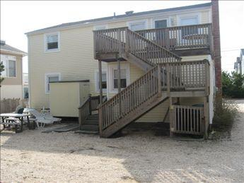 Exterior back showing yard and H/C outside shower - Walsh 78911 - Ship Bottom - rentals