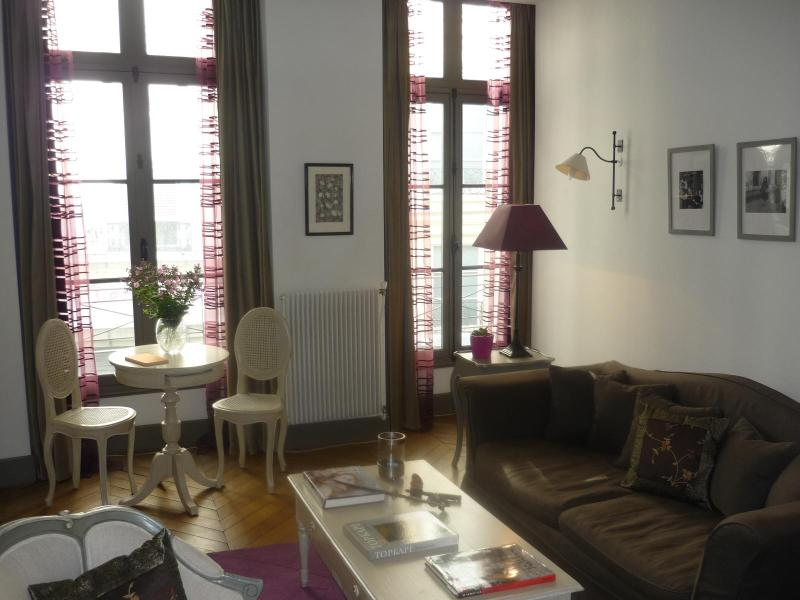 Beautiful One-Bedroom in Montorgeuil - Image 1 - Paris - rentals