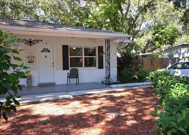 Bungalow near the beach. Private yard, screened porch & 6 minutes to the Gulf - Image 1 - Saint Petersburg - rentals
