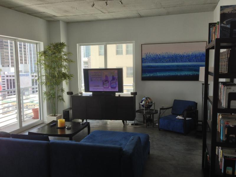 Living Room - Beautiful 2 BR/2 BA Loft with Parking - Miami - rentals