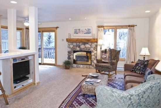 Large Living room with fireplace - Horizon IV #111, West Ketchum - Adorable remodeled one bedroom downtown - Long term or Seasonal Rentals - Ketchum - rentals