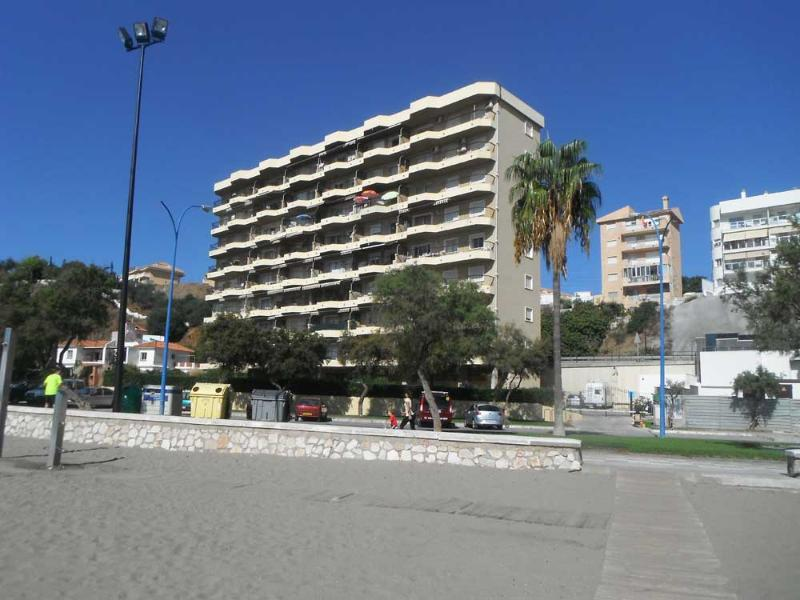 front building - Beachfront property situated in Carvajal , Fuengirola. - Fuengirola - rentals