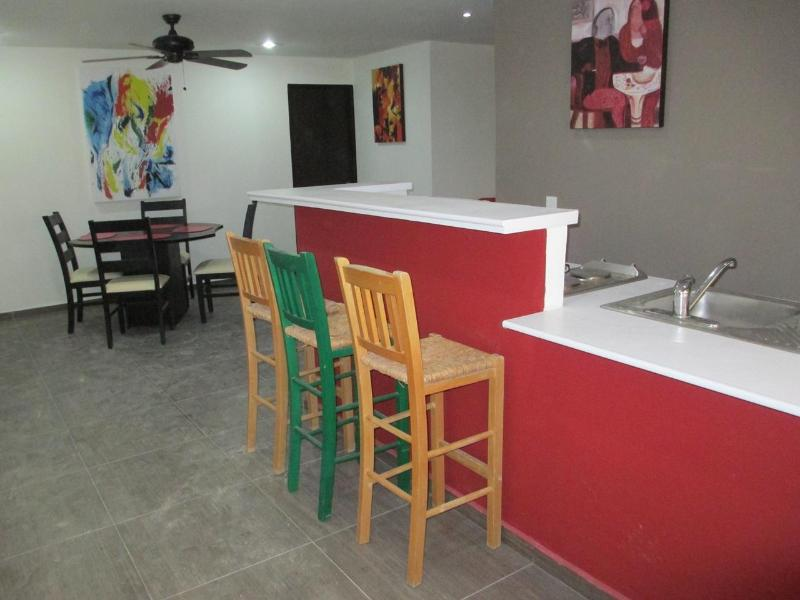 Kitchen Bar and Dining room - Cozy & Affordable - 1 block to the Beach - Playa del Carmen - rentals