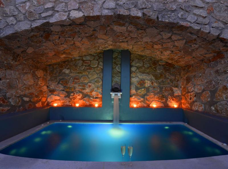 Spa and wellness facilities - SPACIOUS LUXURY STUDIO FOR RELAXING VACATION - Santorini - rentals