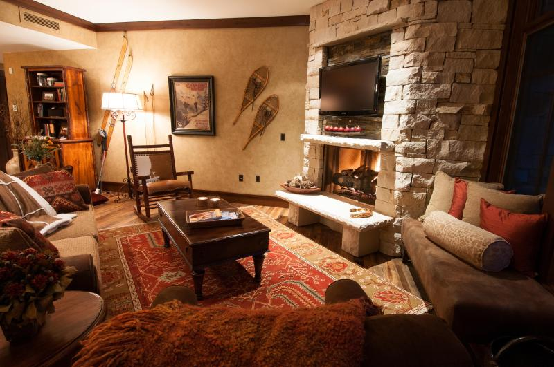 Comfortable Great Room with Fireplace and 42' Flat Panel TV - Luxury Ski-in / Ski-out Arrowleaf At Empire Pass - Park City - rentals