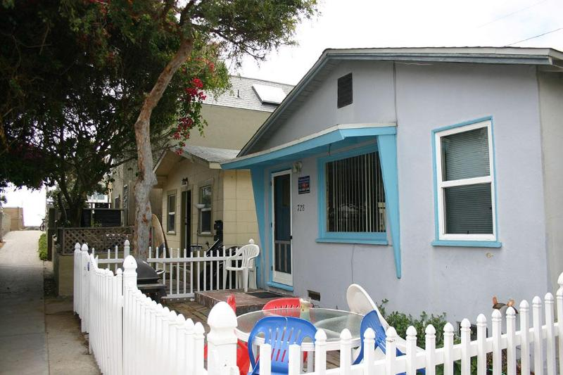 728 Venice Ct- Exterior 1 - Cozy Cottage/Flat Steps to Ocean 2 br 1 ba Sleep-7 - San Diego - rentals