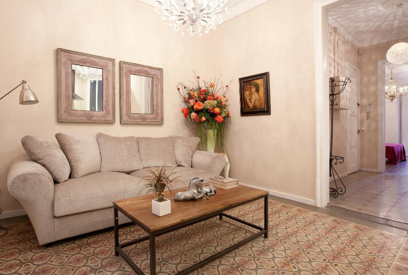 Central four bedroom family Apartment in Eixample - Image 1 - Barcelona - rentals