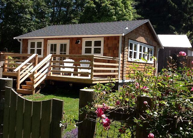 Beautiful deck, outdoor tub, warm & open space with a loft - 2 queen beds. Just wonderful! - Seawoods Cottage is Brand New, Warm & Open on Farm Setting. - Trinidad - rentals