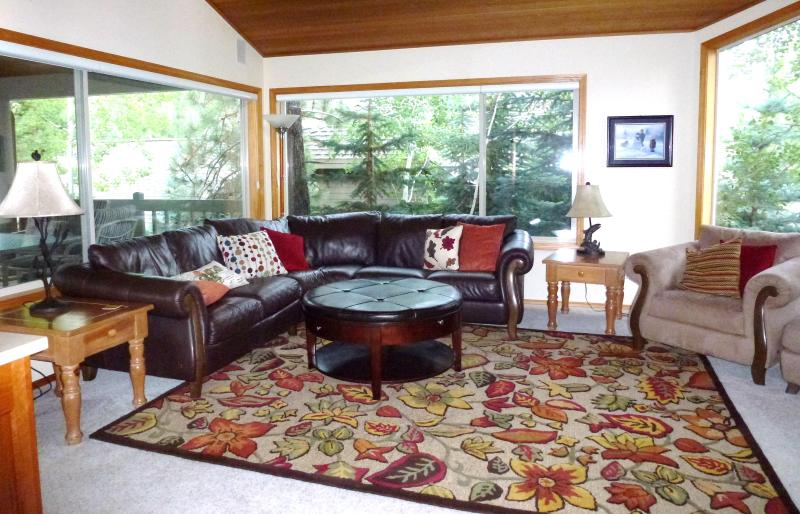 Upstairs Living Room - Available August - 10 Unlimited SHARC Passes - Sunriver - rentals