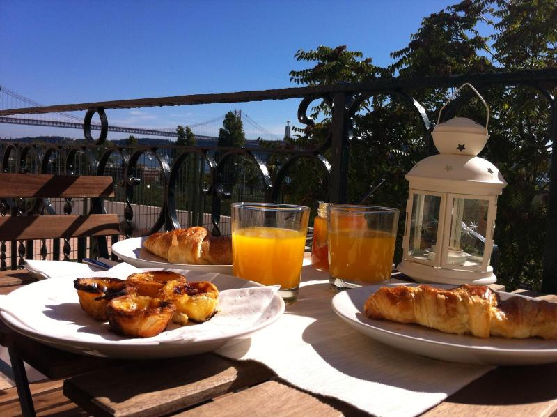 Sun & River view while you take breakfast - Lisbon Riverside View - Belém 2 - World - rentals