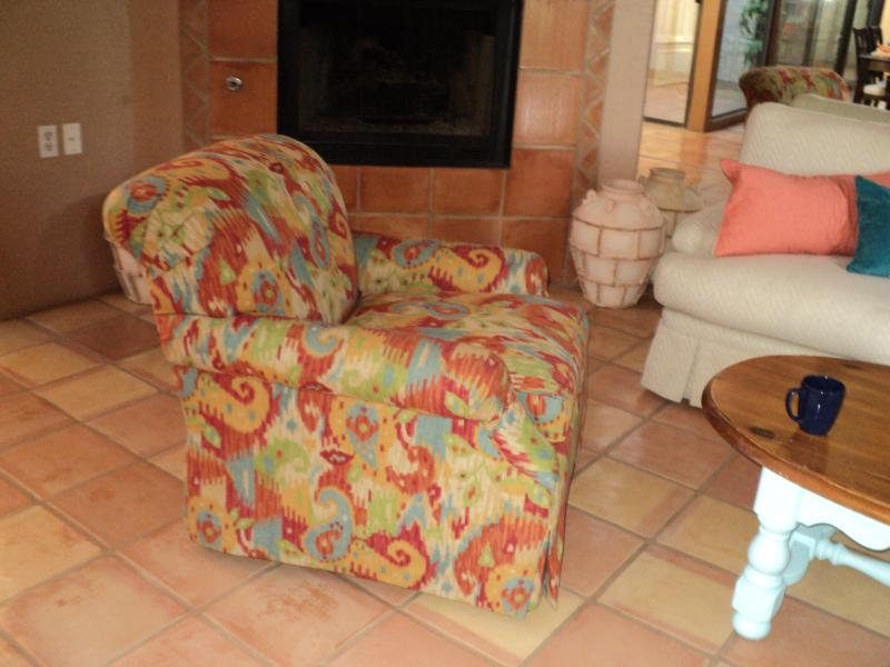 living room and  gas fireplace - LOCATION IS THE BEST AVAIL.  FOR DEC/2014-JAN/2015 - Palm Desert - rentals
