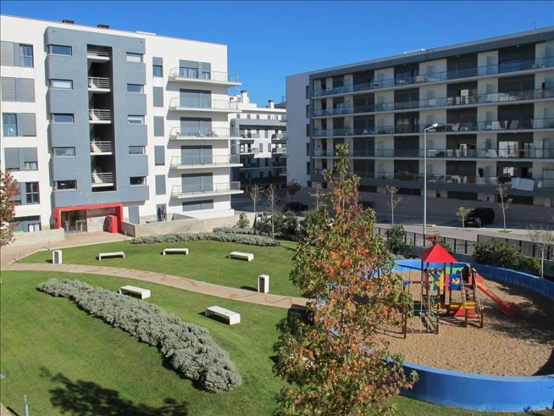 2 Bedroom Luxury Lisbon apartment, Sleeps 5, in the charming river suburb of Seixal - Image 1 - Amora - rentals