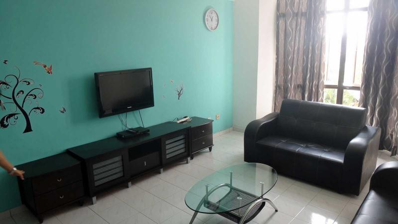 Living Area with TV, DVD player, Window, Sofa and Coffee Table - Straits Court Essential 3 Bedrooms - Melaka - rentals