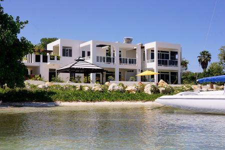 Beachfront Monicove - Gated Property, Rooftop Tub & Close to Activities - Image 1 - Whitehouse - rentals