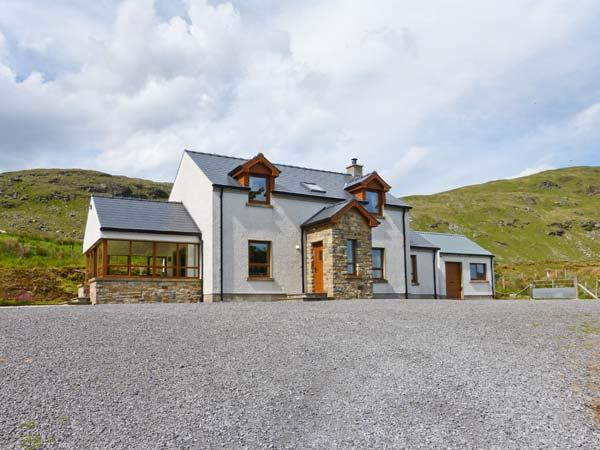 BLUE STACK HOUSE, detached cottage with stunning views, en-suite, stove, close Donegal Ref 906503 - Image 1 - Donegal - rentals