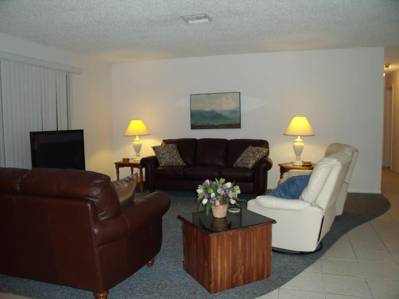 Comfortable all leather seating - Seashells and Sunsets - Sanibel Island - rentals