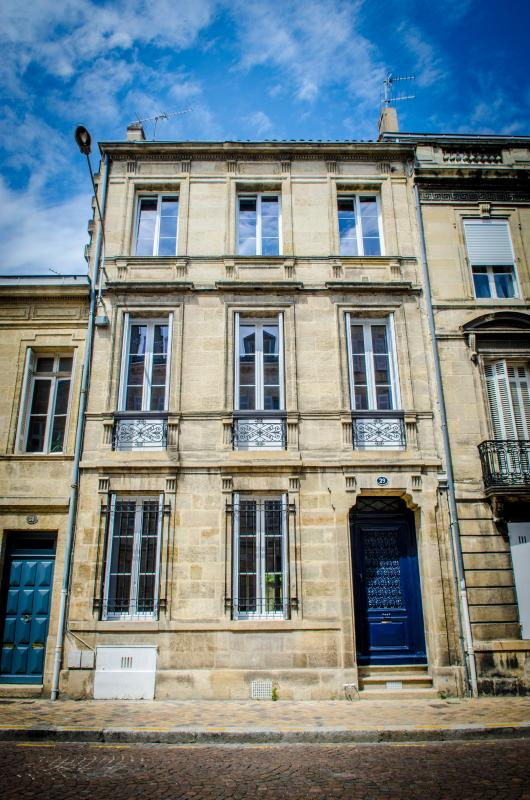 "Lovely Bed and Breakfast in tipical ""Bordelaise"" house - Image 1 - Bordeaux - rentals"