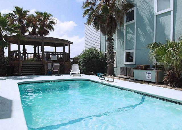 Pool and Gazebo - The Lazy Starfish - Corpus Christi - rentals
