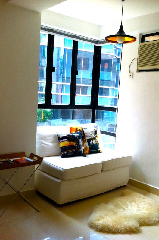 Living room sofa - Fab Apartment in the heart of SoHo, Central in Hong Kong - Hong Kong - rentals