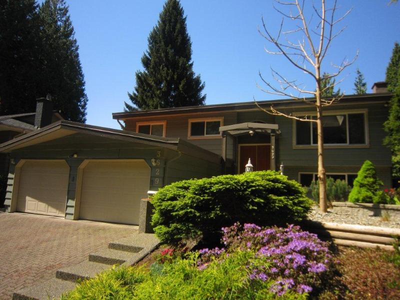 Welcome to Carisbrooke Park Suite, situated on the lower level of this home, on the South side - RENOVATED PATIO SUITE on lush North Shore - North Vancouver - rentals
