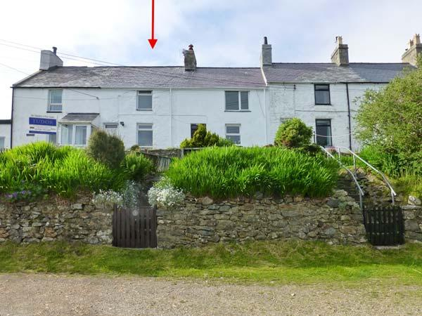 HENFRO, woodburner, WiFi, dog-friendly, terrace cottage in Llithfaen, Ref. 28732 - Image 1 - Trefor - rentals