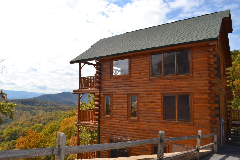 Amazing Views from Every Level - Perfect Fall Getaway!! Smoky Mtn Luxury Cabin! - Sevierville - rentals