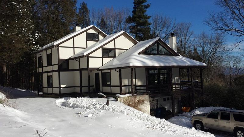 Perched on a mountainside... - Race Mountain House - Sheffield - rentals