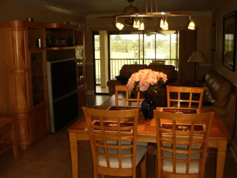 Dining/living room - Beautiful 2/2 waterfront condo with boat dock, pool, - Punta Gorda - rentals