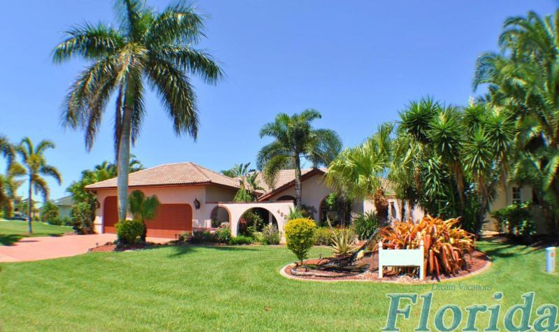 This inviting vacation home is surrounded by gorgeous tropical landscaping - Villa Caribbean Garden - Cape Coral - rentals