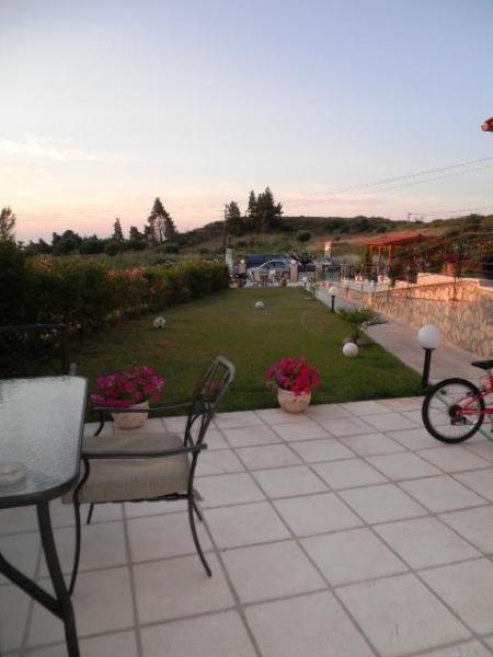 Garden - 4 Bedroom Villa to Rent in Pefkohori, Halkidiki - Pefkohori - rentals