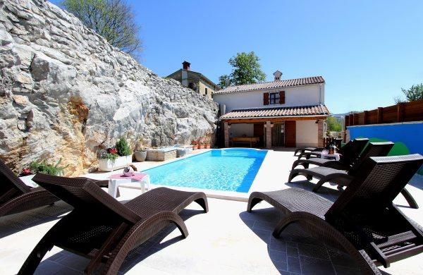 SPACIOUS AND FAMILY-FRIENDLY VILLA - Image 1 - Nova Vas - rentals