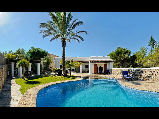 kidney shaped 9x5m swimming pool with fountain and waterfall - Ibicencan villa nearby 2 beaches plus a tennis court, with history in its heart. - Ibiza - rentals