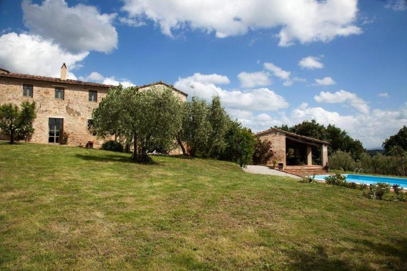 Beautiful and typical house in the Tuscan countryside,swimming pool and garden. 5 bdrs, 5bthrs - Image 1 - San Giovanni d'Asso - rentals