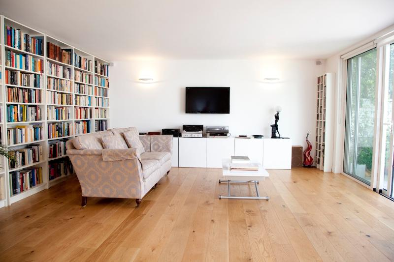 **FAMILY 3 BDM HOME PRIMROSE HILL WITH TERRACE** - Image 1 - London - rentals