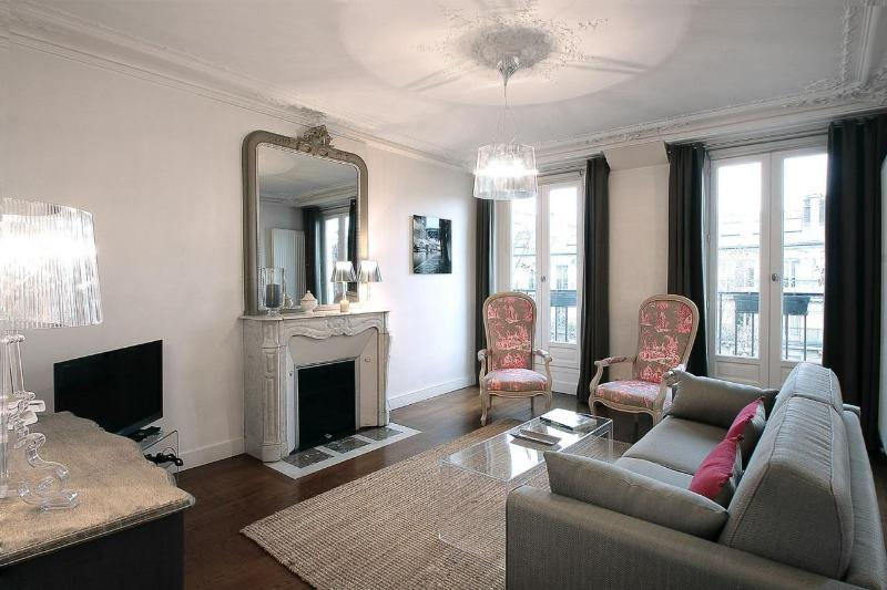 *Gorgeous 2 bedroom apartment by Rue Montorgueil* - Image 1 - 2nd Arrondissement Bourse - rentals