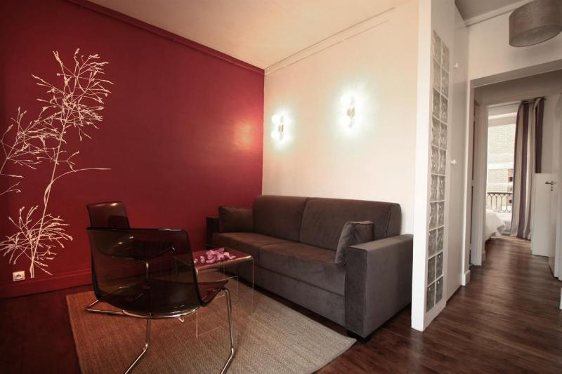 ***LAST MINUTE*** 2 Bedroom Apartment***L'Etoile Modern - Image 1 - Paris - rentals