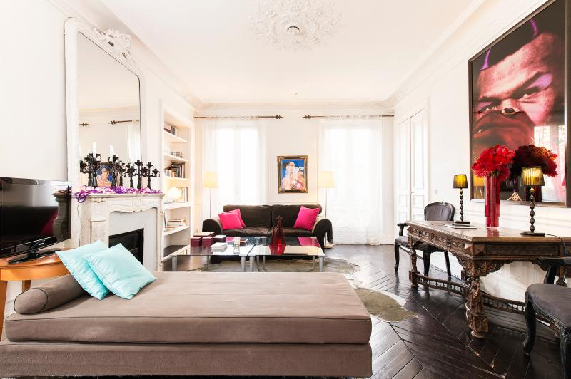 **DESIGNER APARTMENT - 3RD ARR MARAIS - SLEEPS 5** - Image 1 - 3rd Arrondissement Temple - rentals