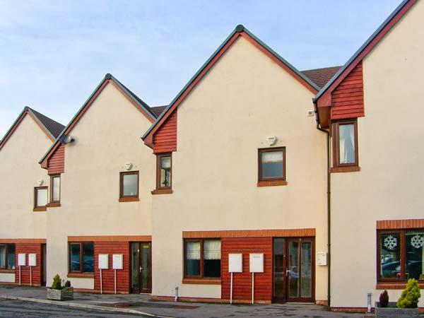 MARINA VIEW, townhouse overlooking marina, off road parking, decked patio, in Amble, Ref 30438 - Image 1 - Amble - rentals