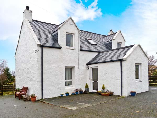 6 TOTESCORE, detached cottage, open fire, enclosed garden, mountain views, near Uig, Ref 30849 - Image 1 - Uig - rentals