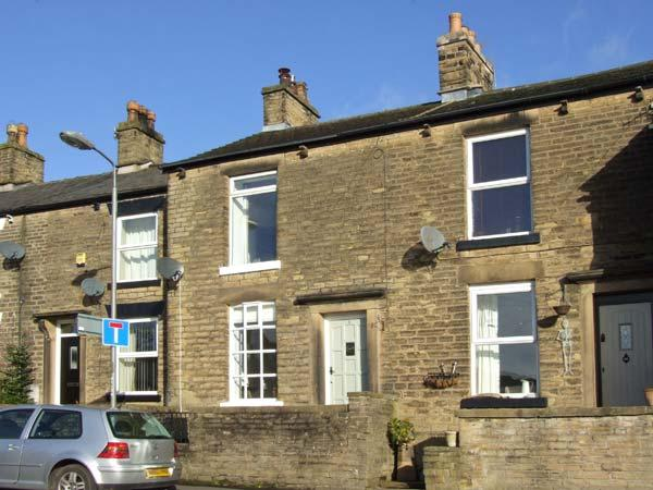3 GLOSSOP ROAD, close to amenities, woodburning stove, front and rear yard, in Hayfield, Ref 31040 - Image 1 - Hayfield - rentals