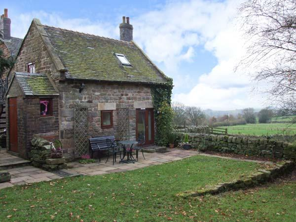 MAMOR COTTAGE, cosy cottage with stunning views, country location, Foxt near Leek Ref 31104 - Image 1 - Foxt - rentals
