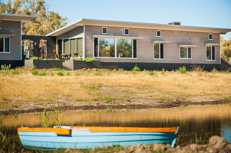 Guests enjoy their own pavilion and courtyard - Eco retreat on quiet country road 4km from Forbes. - Forbes - rentals