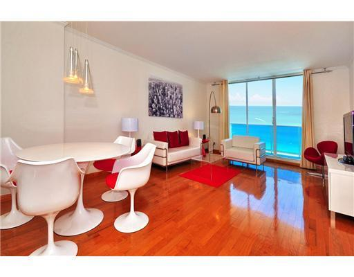 Living and Dining Area - STUNNING DIRECT OCEAN CORNER CONDO ON SOUTH BEACH - Miami Beach - rentals
