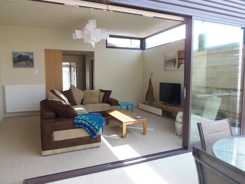 Living room opens to court yard - GREAT OCEAN ROAD -The Pod - Warrnambool - rentals