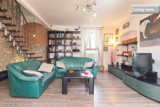 The living room is spacious and you can spend your free time relaxing here - first floor - Cozy flat near metro & local shops - Florence - rentals