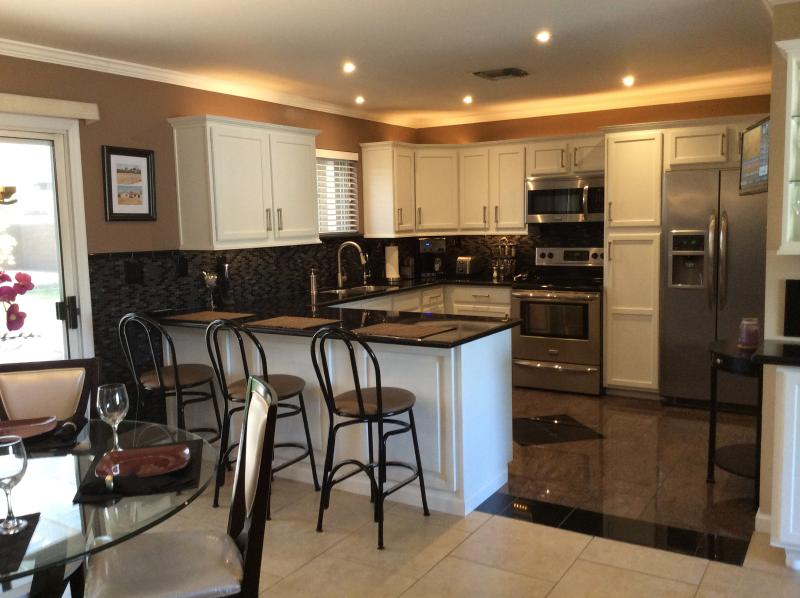 Spacious, Fully Equipped Kitchen - Beautiful Home in Downtown Phoenix - Phoenix - rentals