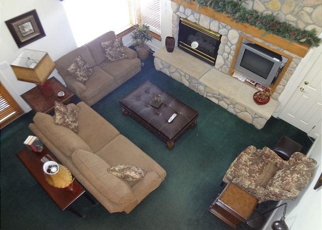 Living room features a gas fireplace, beautiful furnishings and TV - Star Fire #1983 - Keystone - rentals