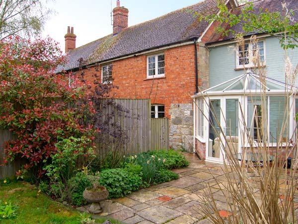 COURTYARD COTTAGE, semi-detached, brink and stone cottage, Jacuzzi bath, woodburner, in pretty location, in Hindon, Ref 12479 - Image 1 - Hindon - rentals